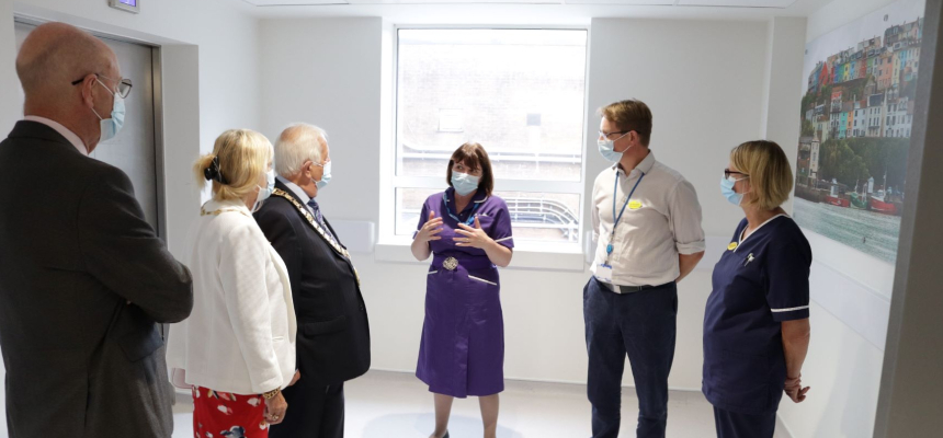The Mayor meeting with staff from ICU