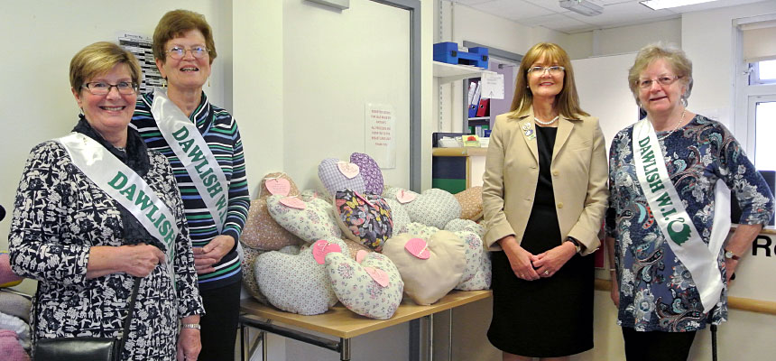 Dawlish WI donate cushions to aid breast op recovery